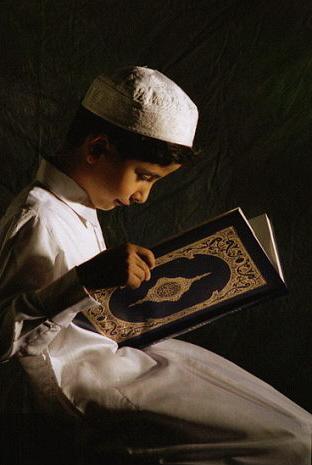 Adab/ Tata Cara Membaca Al-Qur'an, diantaranya yakni: